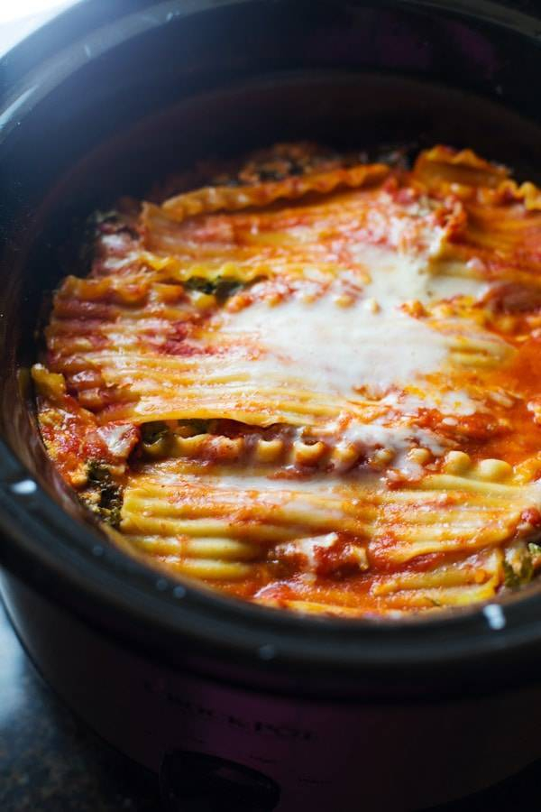 This skinny Veggie Crockpot Lasagna is packed with good-for-you veggies and super easy to make. Just put it in the crockpot and you've got dinner! | pinchofyum.com