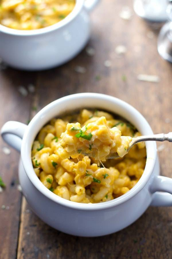 Healthy Mac and Cheese: one heaping cup of comfort food for just 350 calories. Simple, creamy, homemade goodness. So good! | pinchofyum.com