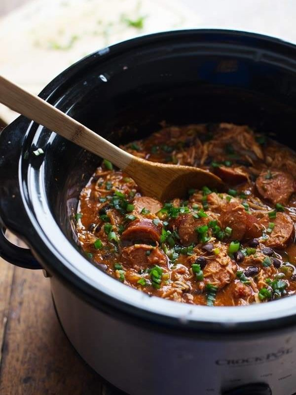 Crockpot Creole Chicken and Sausage - 10 minute prep for this hearty dinner, made healthier with beans and peppers. 300 calories. | pinchofyum.com
