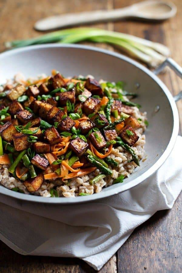 Honey Ginger Tofu and Veggie Stir Fry - veg-friendly, gluten free, 400 cals, YUMMY. | pinchofyum.com