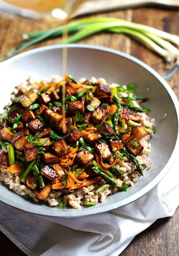 This Honey Ginger Tofu and Veggie Stir Fry is SO delicious! Served with a simple homemade honey ginger soy stir fry sauce. | pinchofyum.com