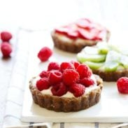 No-Bake Fruit Pizzas - nutritious raw ingredients and no refined sugar in these pretty little desserts! | pinchofyum.com