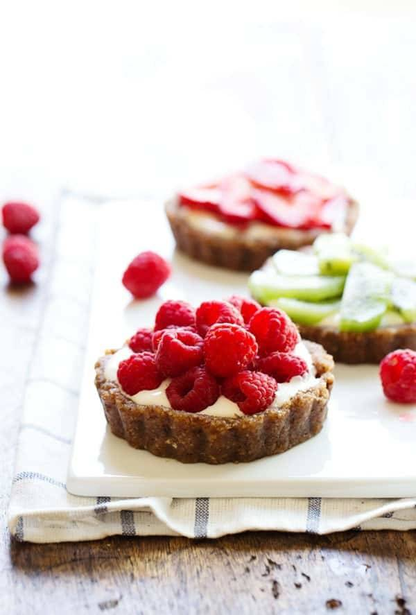 No-Bake Mini Fruit Pizzas - a raw, nutritious, chewy crust topped with ...