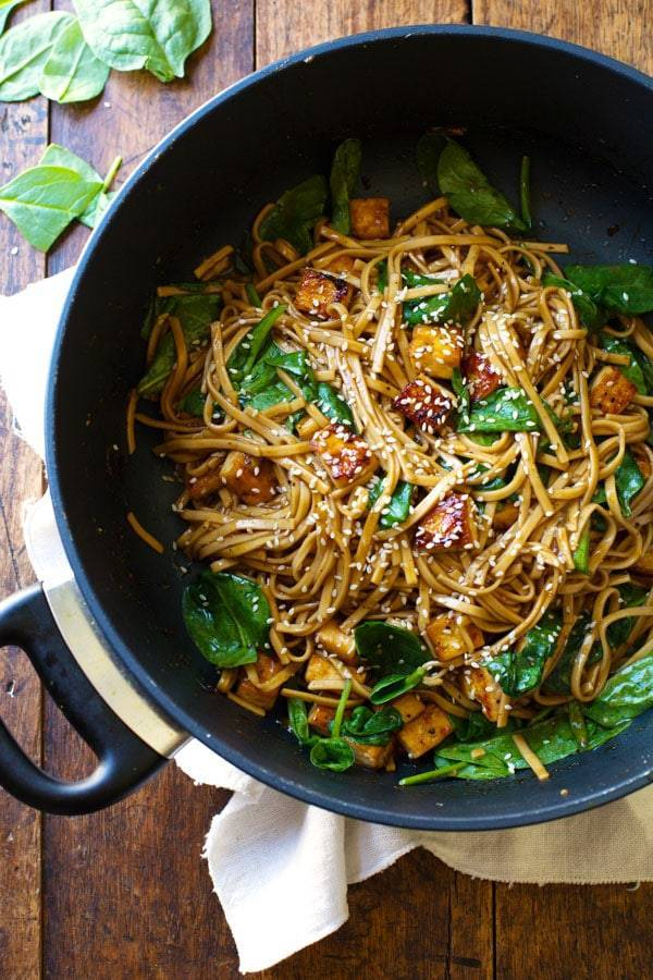 These Black Pepper Stir Fried Noodles are like whoa yummy! 30 minutes to prep with simple, vegetarian friendly ingredients. | pinchofyum.com