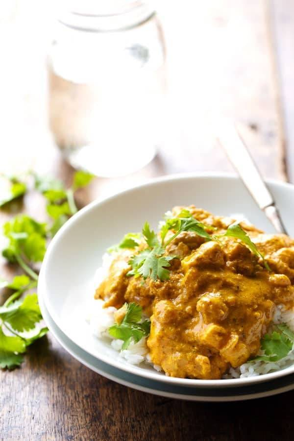 Chicken Shahi Korma - so simple and RIDICULOUSLY good. Chicken, paneer, cashews, and golden raisins all in a creamy, spicy sauce. 400 calories. | pinchofyum.com