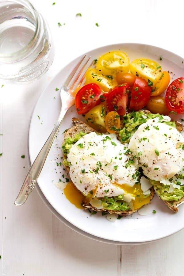 Food 1 2016 3 24 Smashed Avocado With Roasted Herb Chicken Bell Peppers With Tomato And Ricotta Salata >> Simple Poached Egg And Avocado Toast Recipe Pinch Of Yum