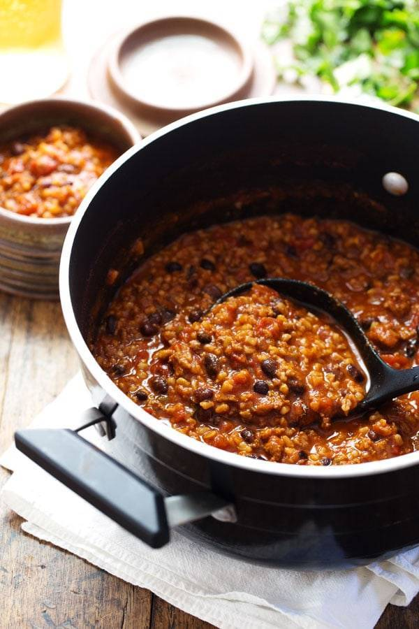 30 Minute Spicy Ancho Turkey Chili - cozy, flavorful comfort food that's both healthy and satisfying. 300 calories. | pinchofyum.com #turkey #chili #recipe #healthy