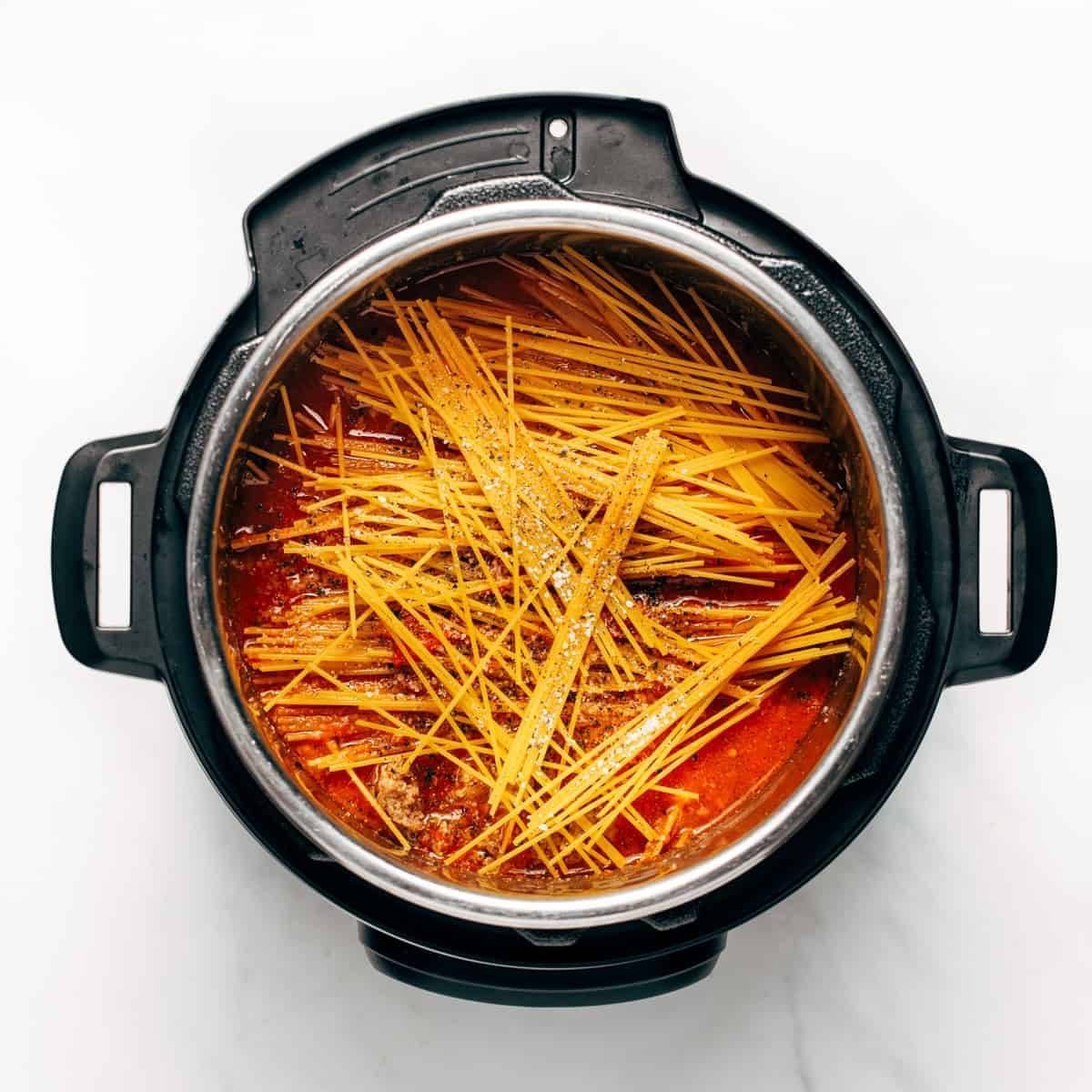 Spaghetti with ingredients in the instant pot