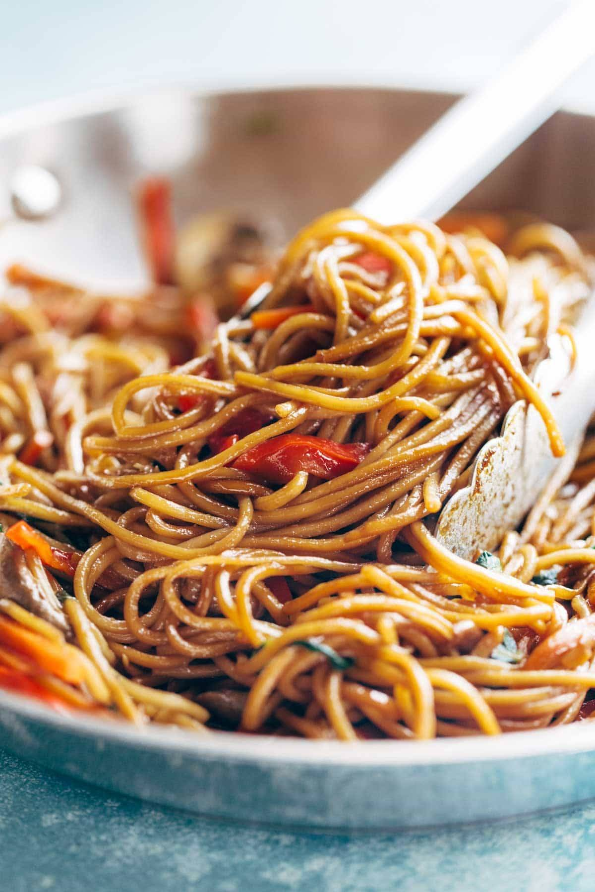 15 Minute Lo Mein! made with just soy sauce, sesame oil, a pinch of sugar, noodles, and any veggies or protein you like. SO YUMMY! vegan, vegetarian.| pinchofyum.com