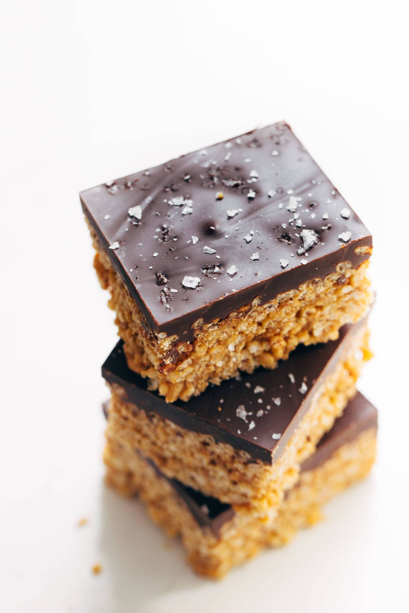 The classic chocolate-covered peanut butter rice krispie bars --> with 5 ingredients and minimal refined sugar, thanks to a few modern swaps! my go-to for road trip snacks. | pinchofyum.com