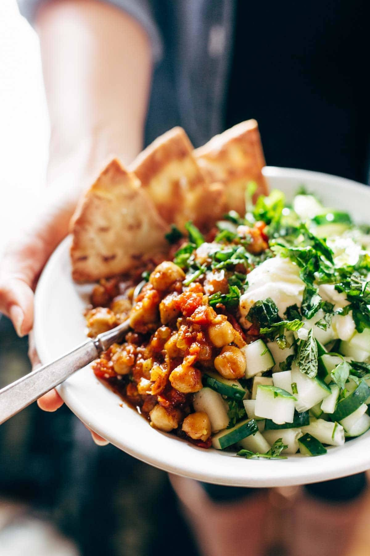 Detox Moroccan Chickpea Glow Bowl: clean eating meets comfort food! vegetarian / vegan. | pinchofyum.com