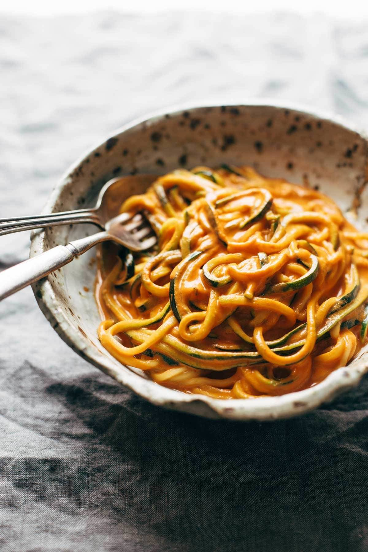 Creamy Garlic Roasted Red Pepper Pasta in a bowl.