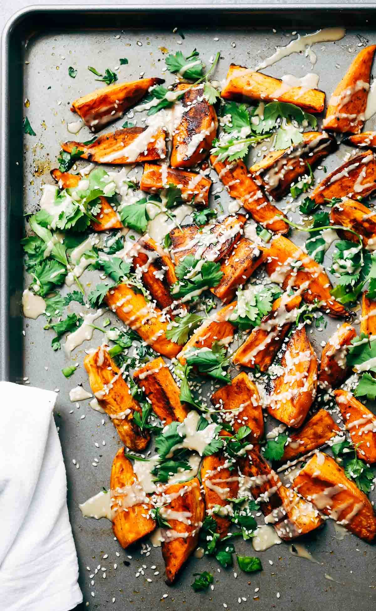 30-Minute Sesame Roasted Sweet Potatoes - a quick and easy vegetarian side that is SO beautiful and full of yummy sesame flavor.
