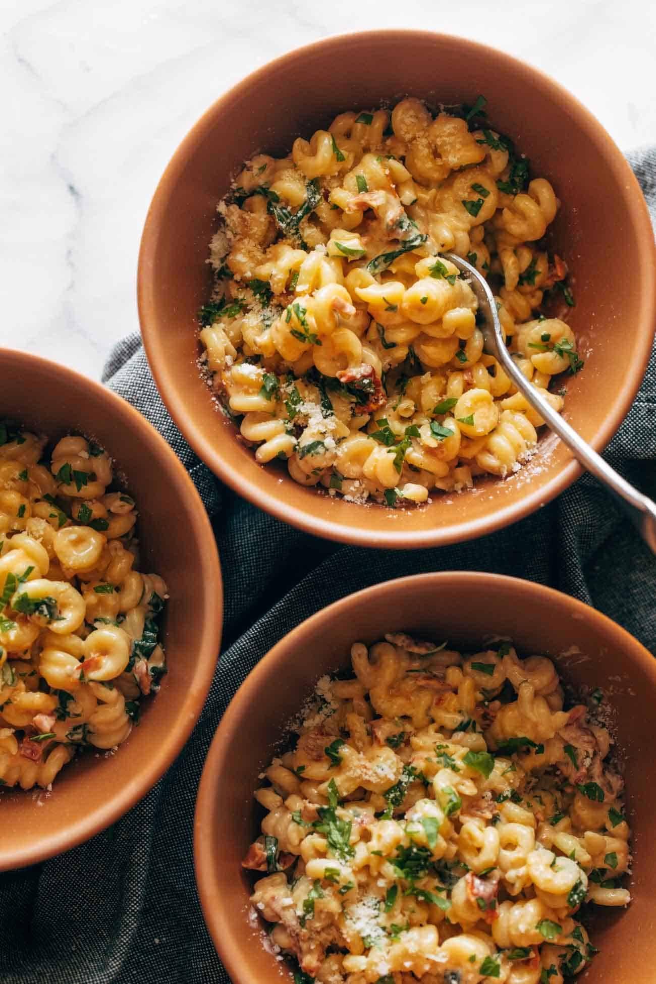 Sun-dried tomato pasta in bowls