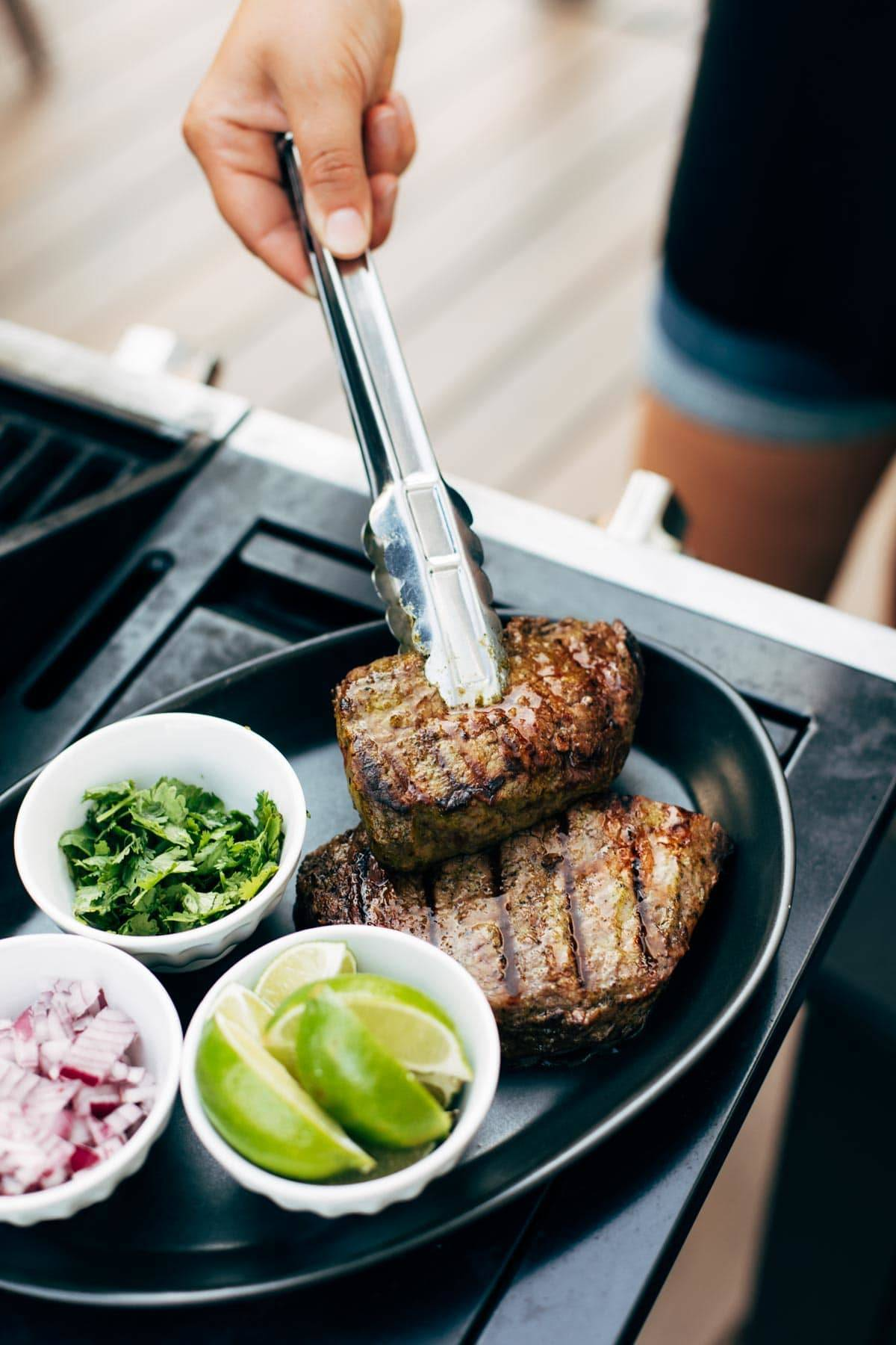 Steak for tacos with limes and onions