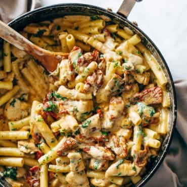 Sun-Dried-Tomato-Chicken-Pasta-with-Spinach-reverse