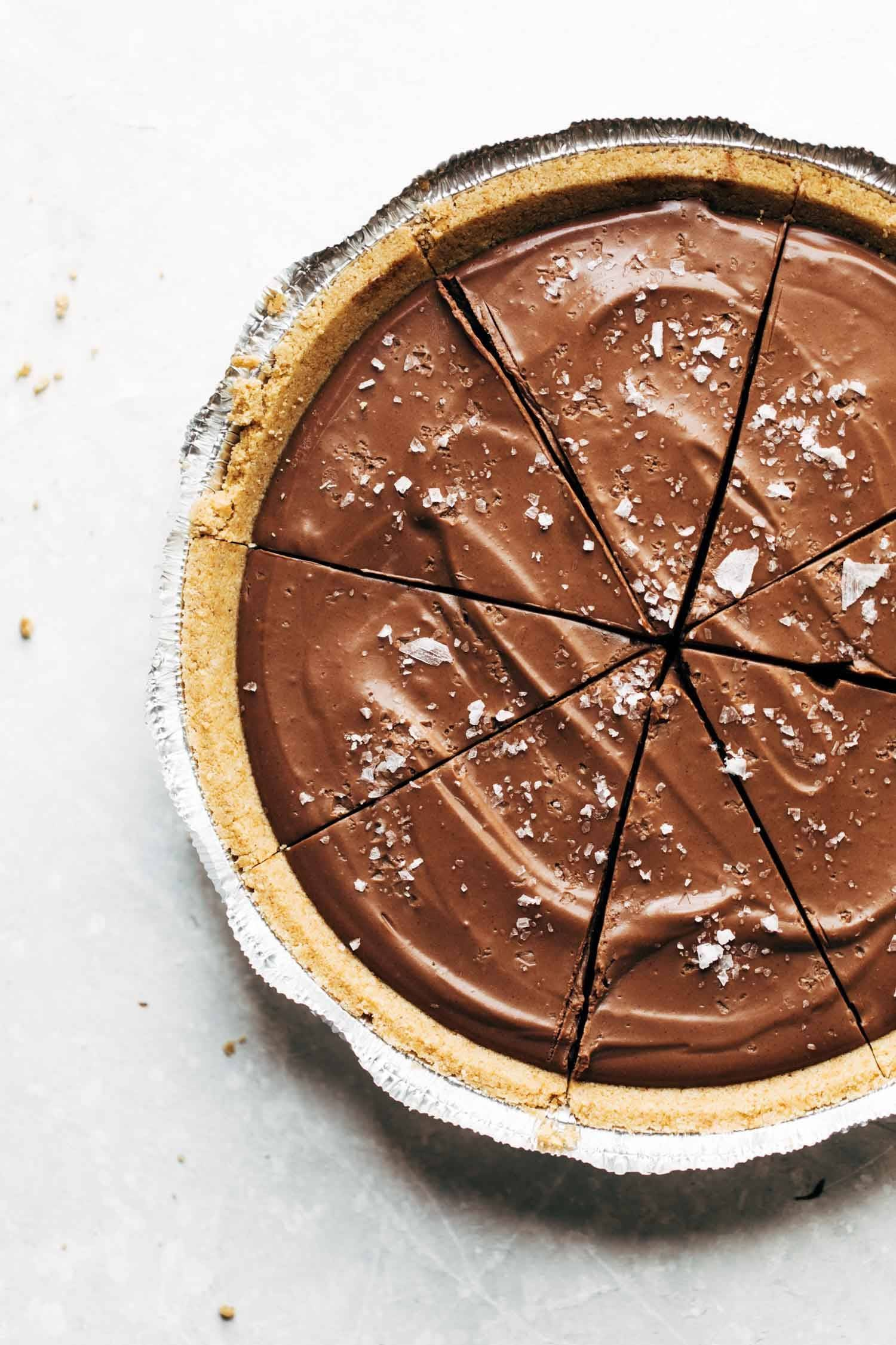 Mind-Blowing Vegan Chocolate Pie Recipe - Pinch of Yum