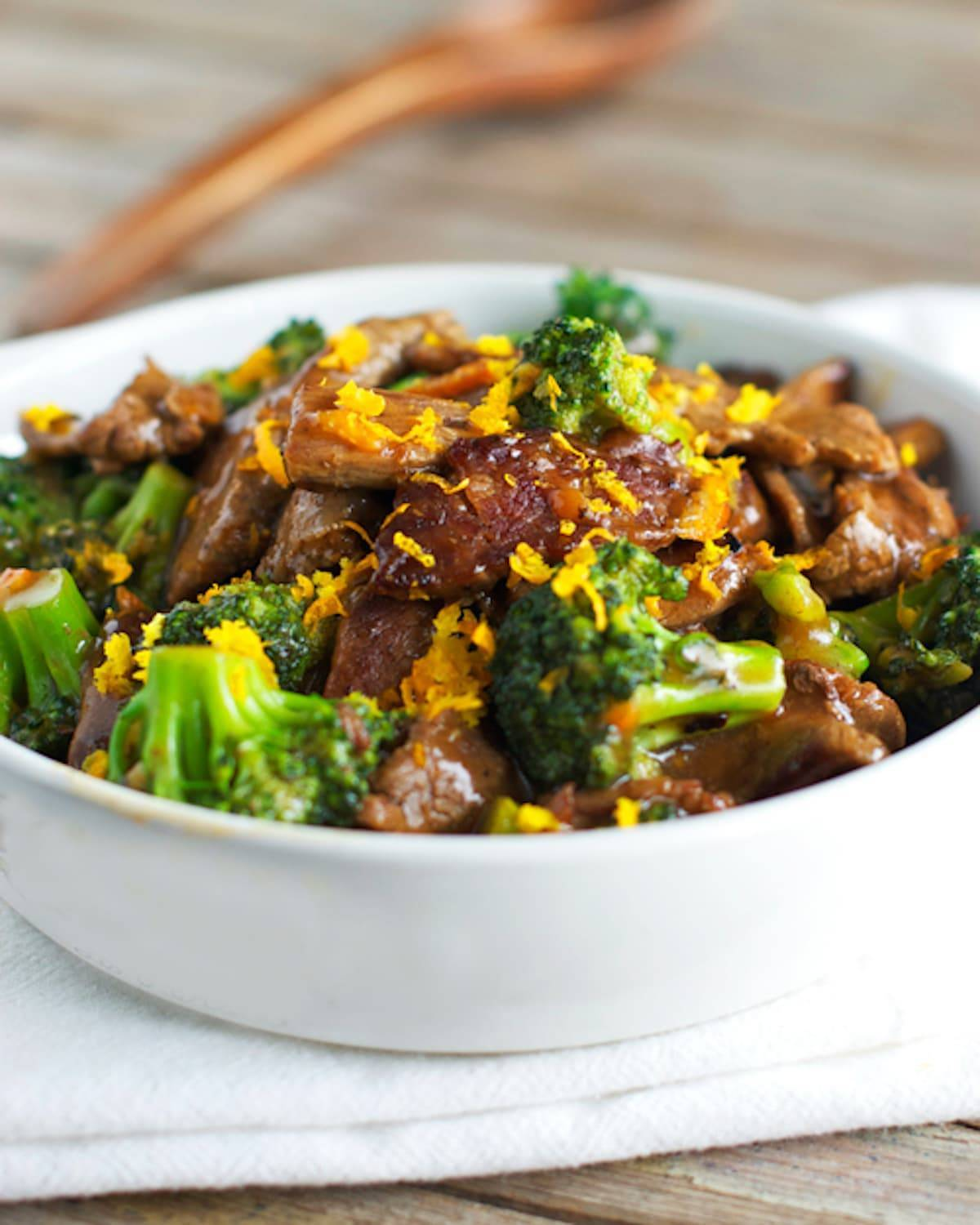 This recipe for light orange beef and broccoli is so simple and has just 250 calories per serving! SO flavorful, light, and yummy! | pinchofyum.com