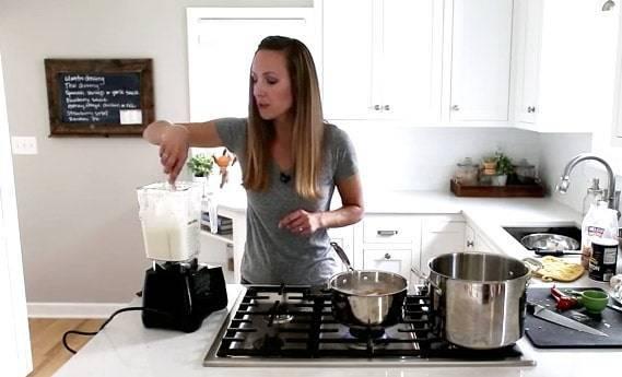 Lindsay making Creamy Cauliflower Sauce | pinchofyum.com